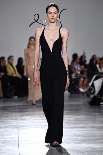 Glamour et fantaisie étaient au programme de la collection haute couture Schiaparelli pour le printemps-été 2020. Paris, le 20 janvier 2020.
