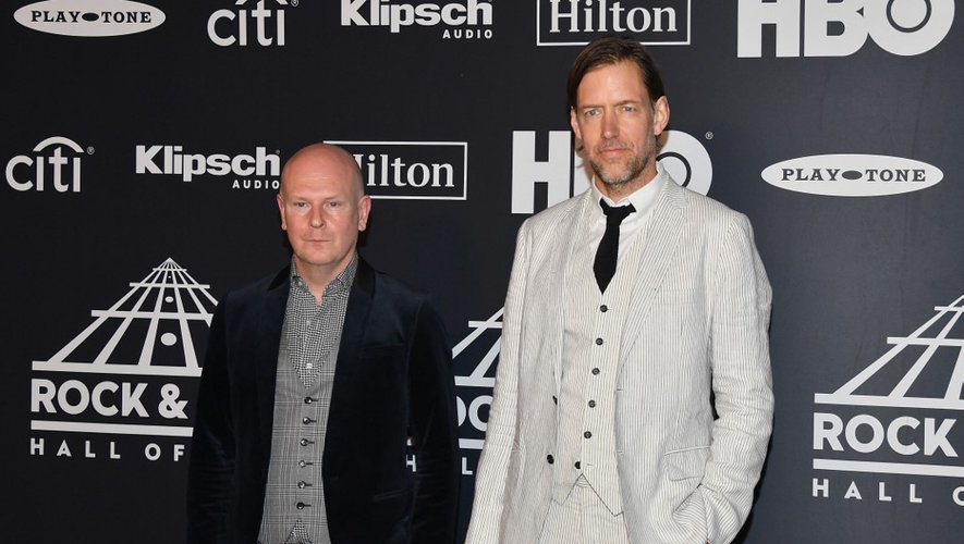 Philip Selway (à gauche) et Ed O'Brien du groupe Radiohead lors de la 34ème cérémonie d'introduction au Rock & Roll Hall of Fame, le 29 mars 2019 à New York