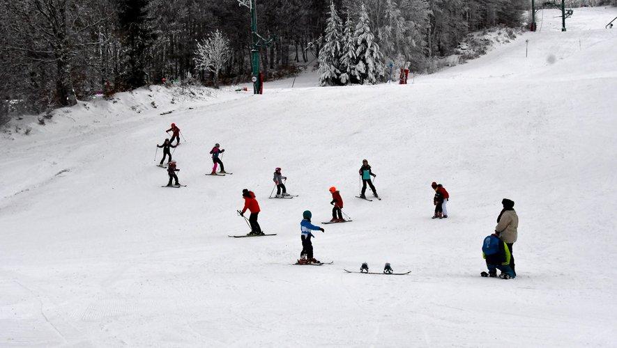 Des épaisseurs de neige de 25 cm en haut des pistes et 10 cm au bas ont été enregistrées.