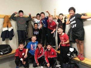 La joie de 11 ans garçons après leur victoire contre LSH.