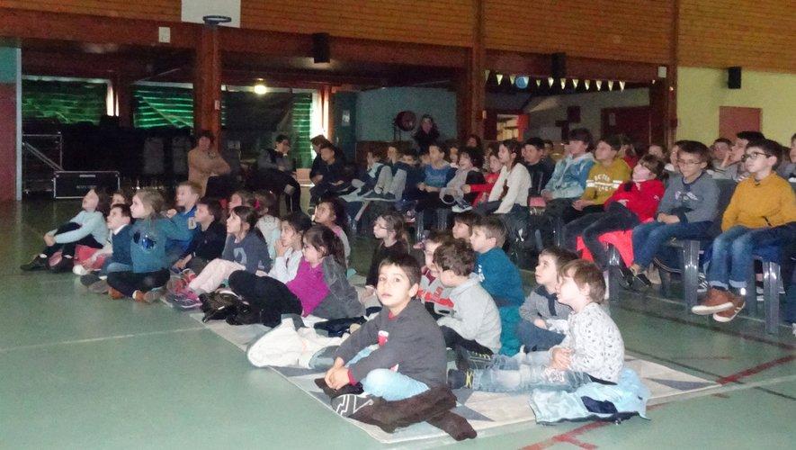 Nés bien après le cinéma en noir et blanc, les enfants ont oublié leurs tablettes le temps d'un après-midi !
