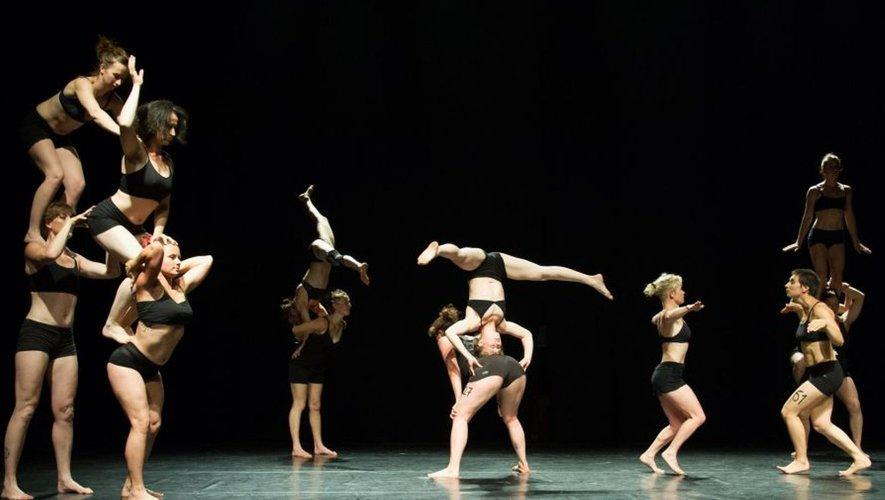 Un spectacle magnifique,  très apprécié de tous les participants, porté par 16 artistes femmes, issues du milieu du cirque et de la danse.