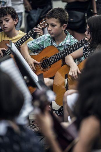 Les jeunes guitaristes de l'antenne villefranchoise du conservatoire