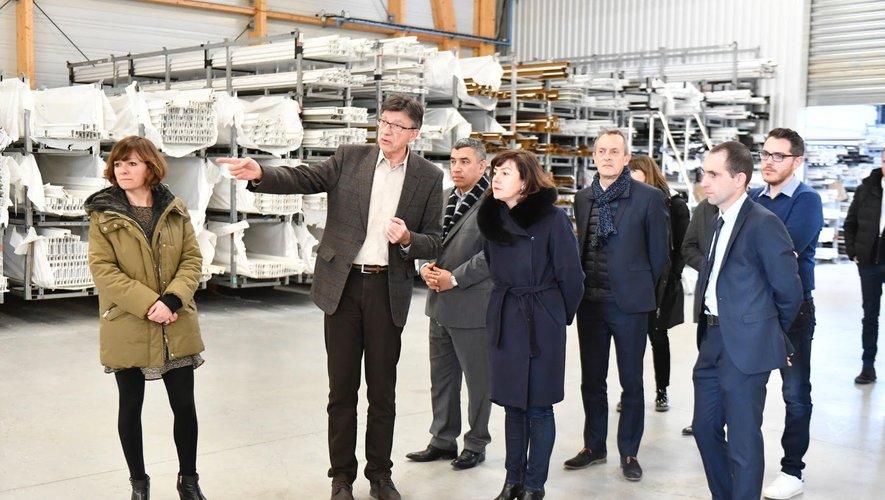Jean-Marc Combes guide la visite dans ses ateliers de fabrication.