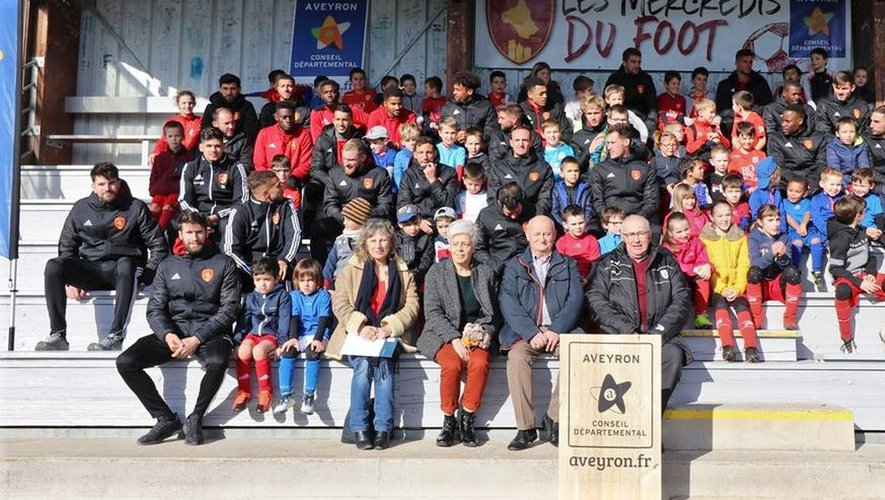 Sous l'égide du conseil départemental de l'Aveyron, les jeunes du club et les joueurs du Raf ont été réunis.