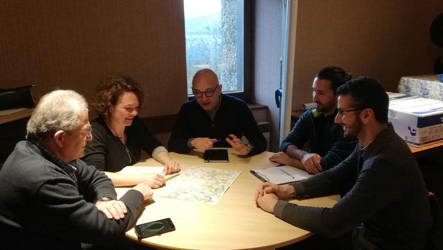 Elodie Gardes et son adjoint Lucien Romiguier ont reçu une délégation d'Orange.