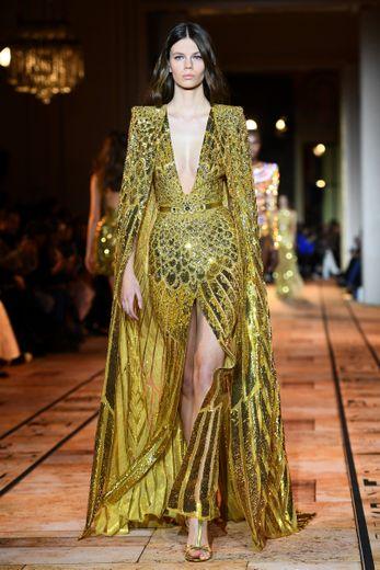 L'or revêt une grande importance dans cette collection inspirée de l'Egypte ancienne signée Zuhair Murad, où les symboles recouvrent les tenues de ces princesses d'un jour. Paris, le 22 janvier 2020.
