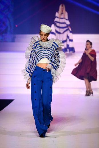La marinière fait bien évidemment partie intégrante du défilé anniversaire de Jean Paul Gaultier, qui célèbre pas moins de 50 ans de carrière. Paris, le 22 janvier 2020.