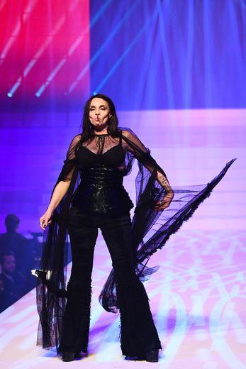 L'enfant terrible de la mode a fait défiler Béatrice Dalle qui fumait une cigarette qu'elle a jetée sur le catwalk. Paris, le 22 janvier 2020.