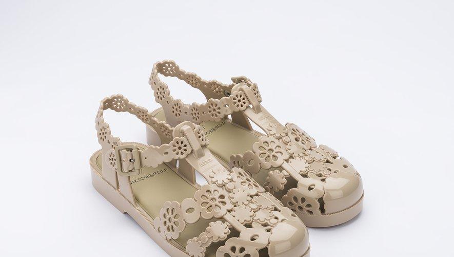 Les chaussures éco-responsables issues du partenariat entre Melissa et Viktor & Rolf.
