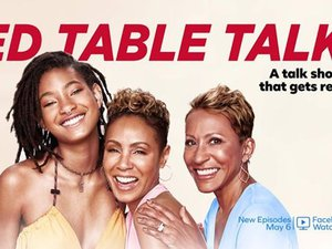 "Le talk-show ""Red Table Talk"" avec Jada Pinkett Smith, Willow Smith et Adrienne Banfield-Norris a été lancé le 7 mai 2018 sur Facebook Watch."