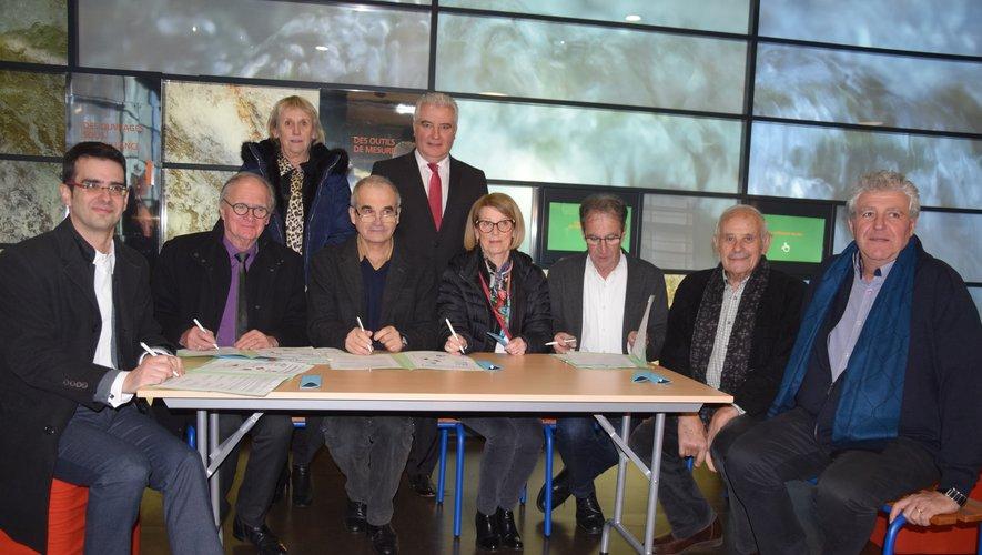 Les signataires réunis à l'espace touristique de Couesques à Saint-Hippolyte pour un nouveau départ.