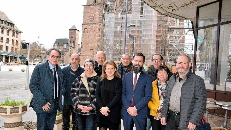 Christian Teyssèdre  et quelques-uns de ses colistiers, avant la photo  de la liste entière « d'ici peu », promet le candidat.