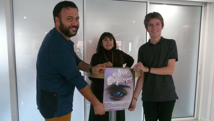 Guillaume Verdier (coordinateur MJC), M. Buerba (adjointe à la culture)et Grégory Lechat pour le Collectif.