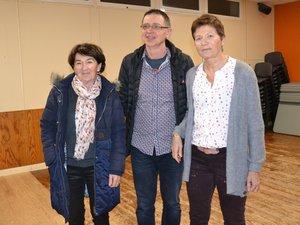 Renée Veyrac et Michèle Darcourt encadrent un ancien président,Thierry Teulières.