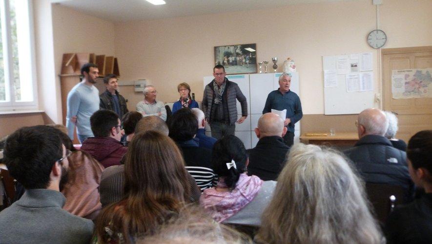 Les élus face aux habitants, bientôt électeurs du scrutin municipal.