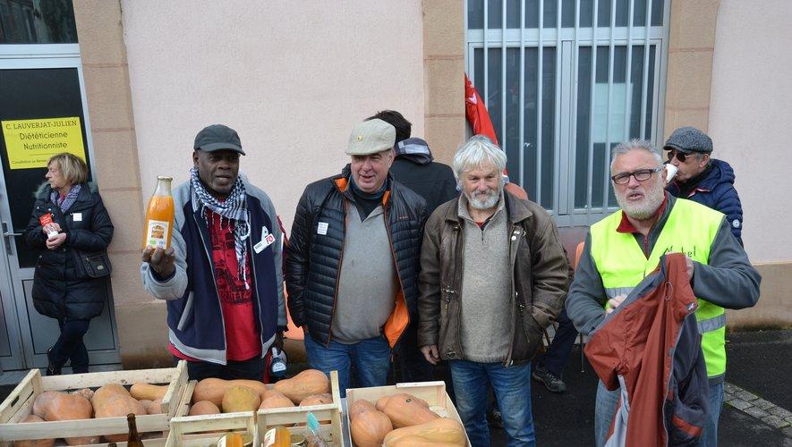 Les grévistes ont reçu les dons après la manifestation.