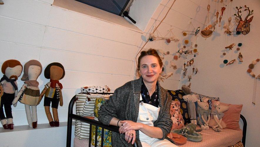 En attendant un éventuel atelier-boutique, la créatrice Marianne Vautier travaille, chez elle, à Saint-Ouen.