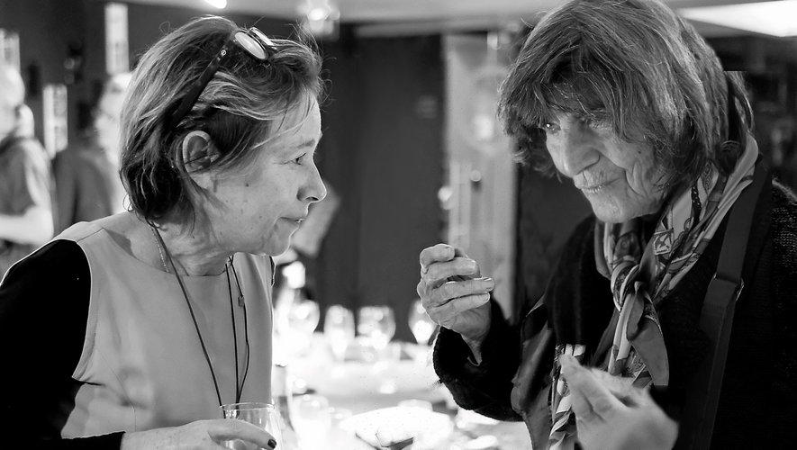 Liliane Klapisch, en compagnie de Valérie Grais, de la galerie Convergences, à Paris, lors du vernissage au musée Soulages.