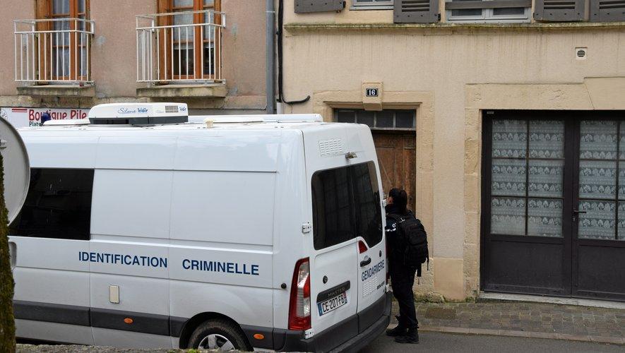 Les gendarmes ont longuement cherché samedi des indices expliquant les faits...