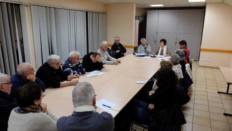 Les adhérents réunis en séance extraordinaire.