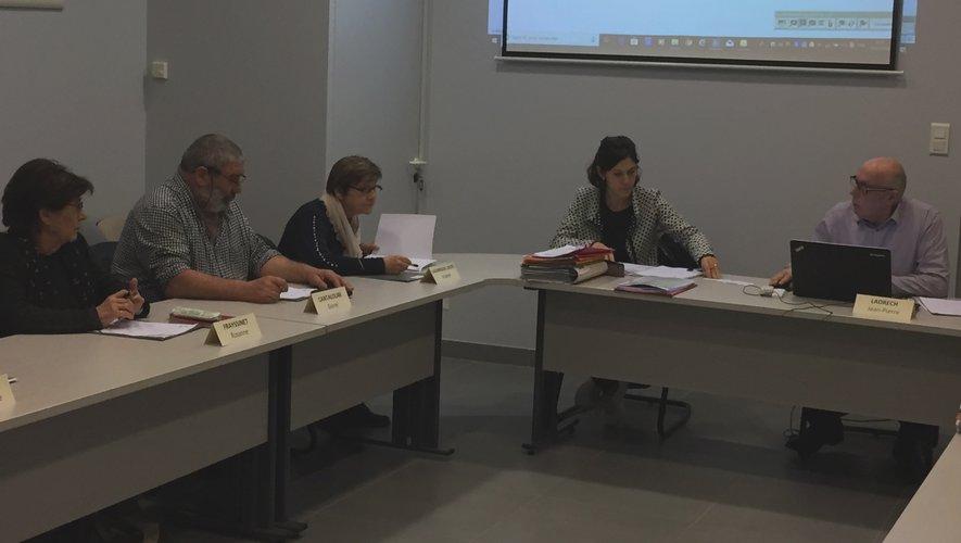Les élus firminois réunis en séance publique de conseil municipal.