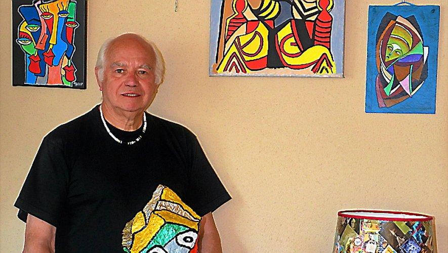 L'artiste Gérard Rouquette expose des œuvres colorées.