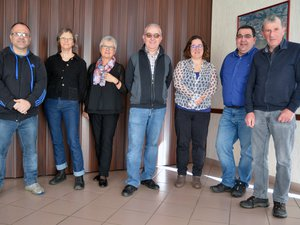 Christian Gomez (au centre) entouré des 6 colistiers qui renouvellent leur candidature.