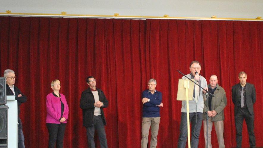 élus et orateurs sur scène!