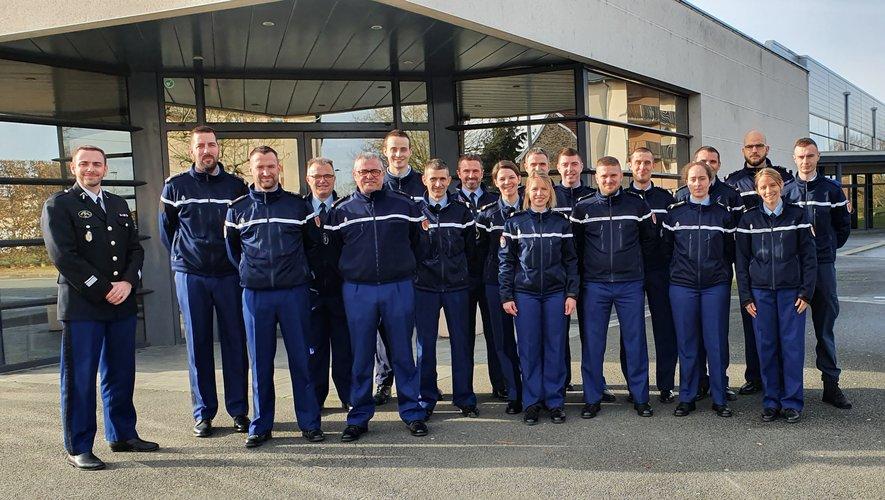 Les 19 gendarmes de la Communauté de brigades, en compagnie du commandant Jacques De Oliveira.