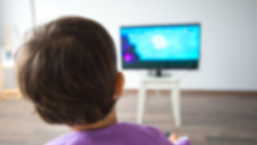 Les études sur les effets des écrans sur les enfants et les adolescents, en dépit de leur nombre, sont loin d'être toutes concluantes et peuvent donner des résultats contradictoires, sur les risques selon  le Haut Conseil de la Santé publique (HCSP)