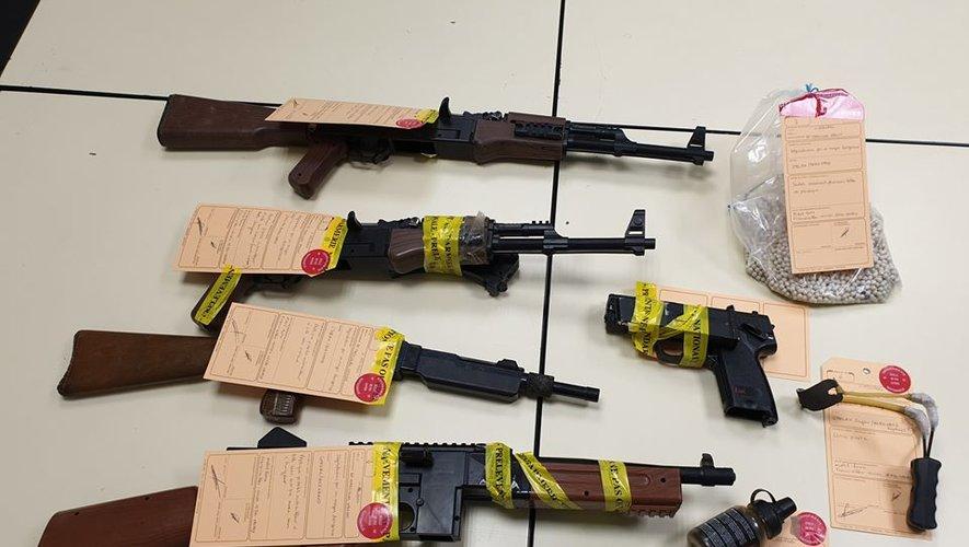 Les armes ont été saisies chez les parents des prévenus.