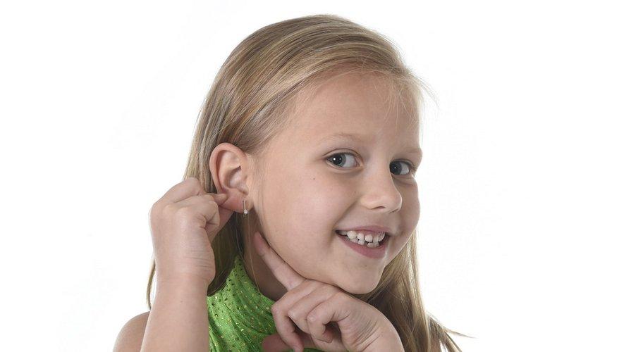 Boucles d'oreilles : à quel âge percer?