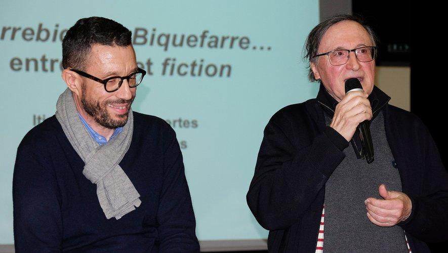Alain Féral, membre d'Itinéraires Découvertes présente le conférencier Dominique Auzel (à gauche de l'image).