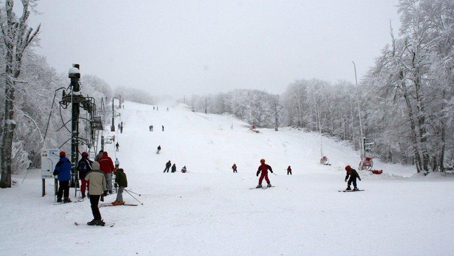 Une piste verte et le front de neige sont praticables au Bouyssou.
