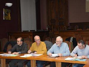 Le président Pierre-Jean Bousquet entouré de Stéphane Lacombe, Jean-Michel  Caseyne et Pierre  Plagnard adjoint au maire.