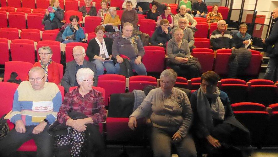 Une partie du public participant à cette projection, à la salle de la MJC.