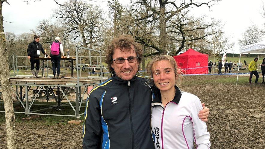 Mathilde Sagnes prend la pose avec son entraîneur, Thierry Pagliai.