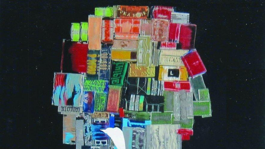 Un puzzle d'étiquettes vestimentaires.
