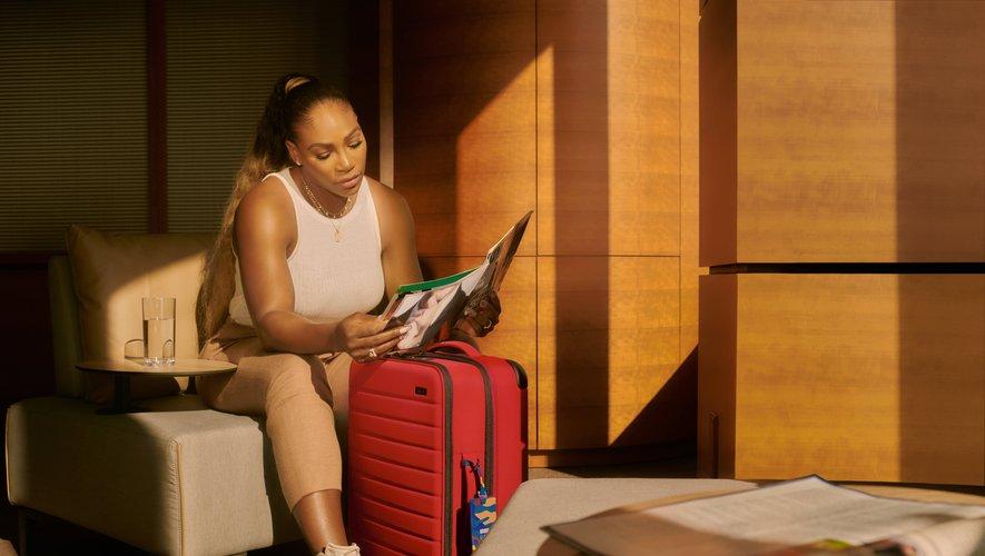 Serena Williams dévoile le fruit de sa première collaboration avec la marque Away.