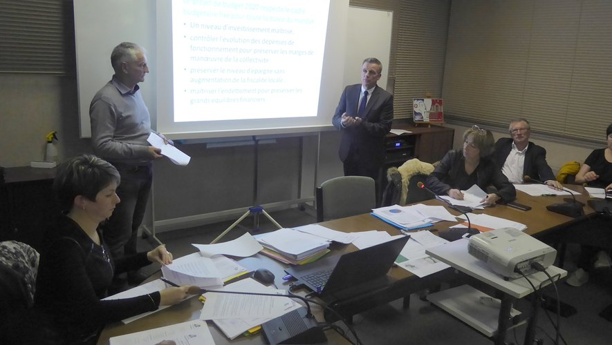 Le maire Jean-Philippe Sadoul et Alain Bessière présentant le budget primitif 2020.