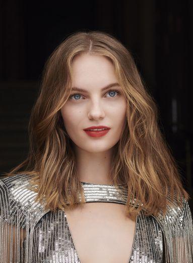 Givenchy Parfums a choisi Fran Summers comme nouveau visage de sa prochaine fragrance féminine.