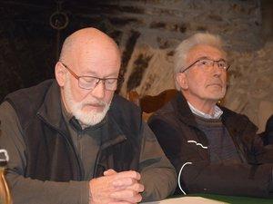Le maire Jean Pradalier, les yeux au ciel, a écouté religieusement son adjoint Bernard Samper.