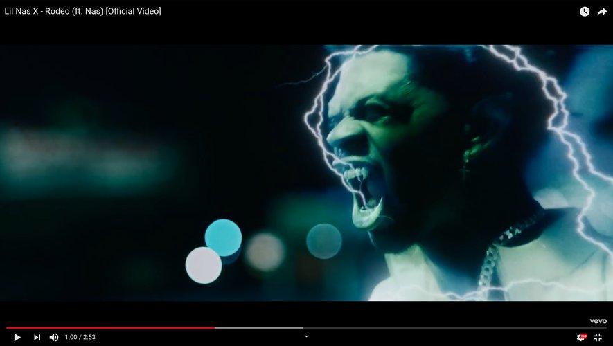 """Lil Nas X dans le clip de """"Rodeo"""" avec Nas."""