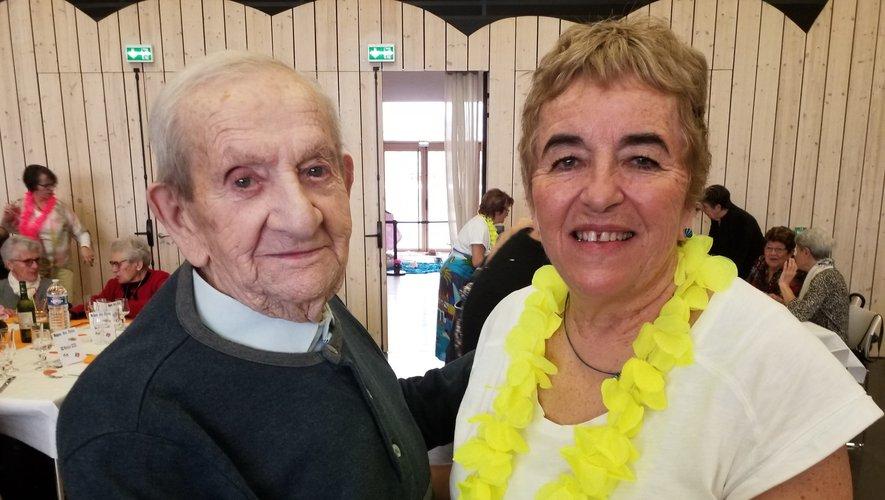 Sylvie Lopez a ouvert le bal avec le doyen de la commune, M. François, 99 ans.