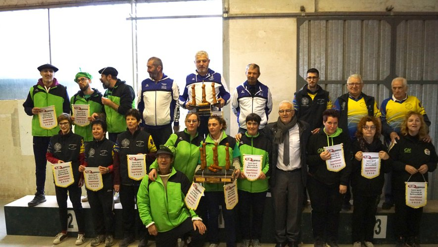 Les gagnantes et gagnants autour de Patrick Masson et du maire.