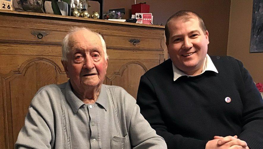 Robert Dieux aux côtés du président du comité de Rodez du Souvenir Français, Vincent Besombes.