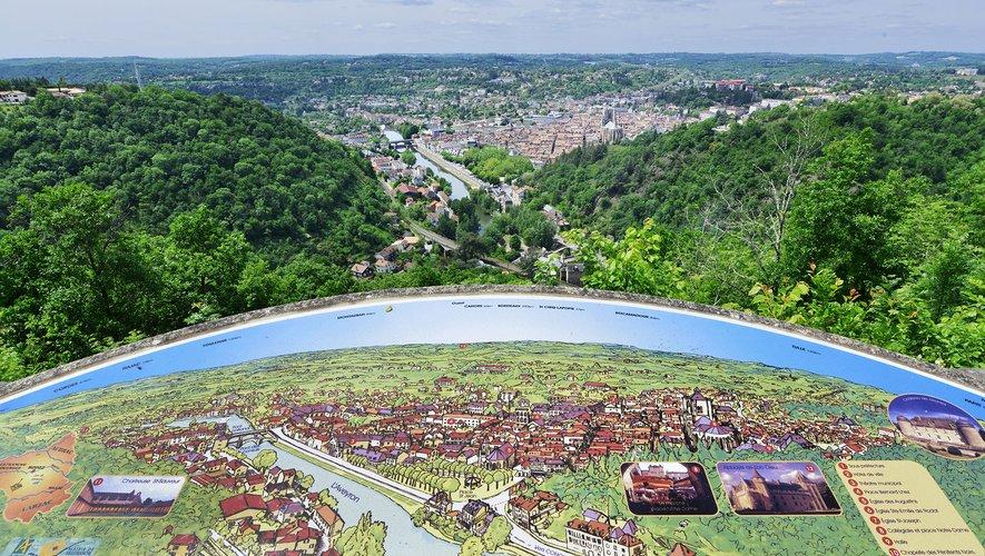 Une vue imprenablesur la bastide royalede Villefranche-de-Rouergue.