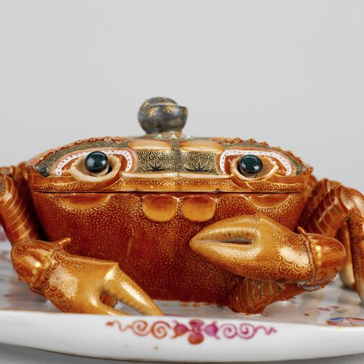 Crab tureen with cover and fixed stand Qing dynasty, Qianlong period (1736 - 1795), China Porcelain, 10 . 5 x 22 . 8 x 21 . 5 cm RA Collection