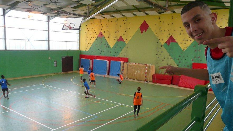Une dizaine d'équipes se sont affrontées au tournoi de foot en salle.